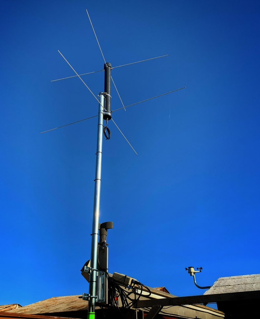 Dual band turnstyle antenna on 1672 SatNOGS station